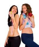 Skratta färdiga kvinnor som äter sund mat Arkivfoto