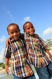 skratta för bröder Arkivfoto