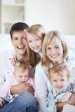 skratta för familj Royaltyfri Fotografi