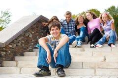 skratta för grabb som är tonårs- Royaltyfri Fotografi
