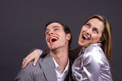 skratta för par Arkivfoto