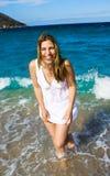 skratta för strandflicka Royaltyfria Bilder