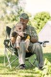 Skratta farfadern och sonsonen Fotografering för Bildbyråer
