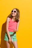 skratta för flicka som är teen Royaltyfria Foton