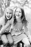 Skratta för två flickor Arkivbild