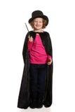 Skratta liten flickauppklädd som trollkarl Arkivfoto