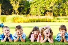 skratta preschoolers Royaltyfria Foton