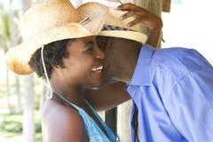 skratta semester för afrikansk amerikanpar Arkivfoto