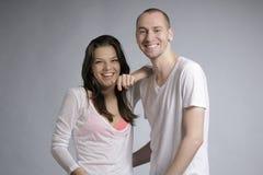 skratta tonår tillsammans royaltyfri foto