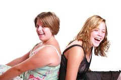 Skratta tonåringar arkivbilder