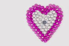 skrev förälskelse med färgrika diamanter Royaltyfri Bild