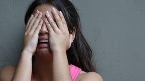 Skriande ungdomlig flicka Fotografering för Bildbyråer