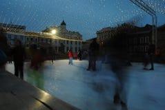 Skridskoåkning på fyrkanten i den Olomouc staden Arkivfoto