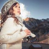 Skridskoåkning - vinteraktiviteter för bra lynne och sund mening Royaltyfria Bilder
