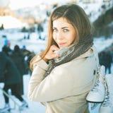 Skridskoåkning - vinteraktiviteter för bra lynne och sund mening royaltyfria foton