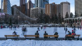 Skridskoåkningtimelapse, olympisk Plaza, Calgary arkivfilmer