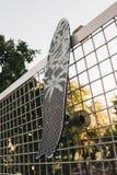 Skridskobräde på staketet Royaltyfria Bilder