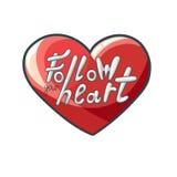Skriftlig bokstäver för modern hand i hjärta följ din hjärta roman Royaltyfri Foto
