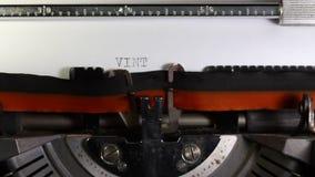 Skriftlig TAPPNING som göras med skrivmaskinen Arkivbild