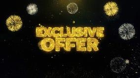 Skriftliga guld- partiklar för exklusivt erbjudande som exploderar fyrverkeri stock video
