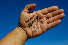Skriftliga ord på gömma i handflatan av en hand som är lättare att läsa därefter linjerna Royaltyfri Fotografi
