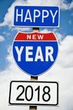 Skriftligt Hapy nytt år 2018 på amerikansk roadsign Fotografering för Bildbyråer