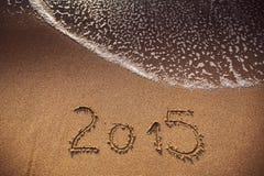 Skriftligt nytt år 2015 i sand Arkivbild