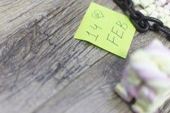 Skriftligt ordet 14th februari med marshmallowkuber Arkivfoto