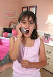 skrika för flickatelefon Arkivbild
