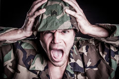 Skrika för militär man royaltyfri foto