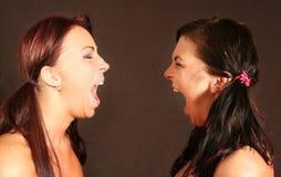 skrika två kvinnor Fotografering för Bildbyråer
