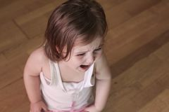 skrikig litet barn royaltyfri foto