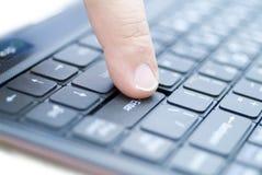 skriv in den key mannen för fingret Royaltyfria Bilder