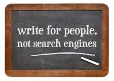 Skriv för folk, inte sökandemotorn - svart tavla royaltyfri foto