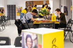 Skriv för rätter, den största mänsklig rättighethändelsen av Amnesty International arkivbilder