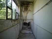 Skriv in in i otvungenhet demolerat hus arkivfoton