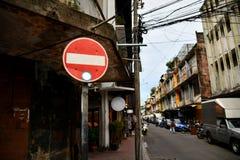 Skriv in inte tecknet, gatatecken på Bangkok, Thailand arkivbild