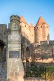 Skriv in lättnad nära den Narbonnaise porten i Carcassonne Arkivfoto
