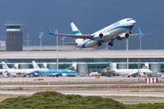 Skriv in luft Boeing 737 som tar av från Barcelona Arkivbilder