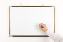 Skriv på whiteboarden Fotografering för Bildbyråer