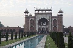 Skriv in till Tal Mahal agra india Royaltyfri Foto
