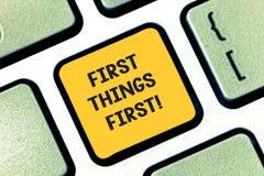 Skriva anmärkningen som först visar det första affärsfotoet för saker som ställer ut viktiga frågor, böra handlat med för annat arkivfoton