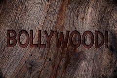 Skriva anmärkningen som visar Bollywood Motivational appell Affärsfoto som ställer ut baksida för bio för underhållning för Holly Royaltyfri Foto