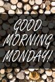 Skriva anmärkningen som visar den bra morgonen måndag Affärsfoto som ställer ut den trädriftiga frukosten för lycklig Positivity arkivfoton
