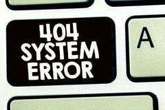 Skriva anmärkningen som visar fel för system 404 Affärsfotoet som ställer ut meddelandet visas, när websiten är ner och välter nå arkivfoto