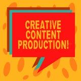 Skriva anmärkningen som visar idérik nöjd produktion Affärsfoto som ställer ut framkallning och att skapa av den visuella eller s arkivfoto