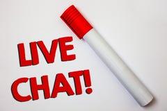 Skriva anmärkningen som visar Live Chat Motivational Call Affärsfotoet som ställer ut realtidsmassmediakonversation meddelar dire Arkivbild
