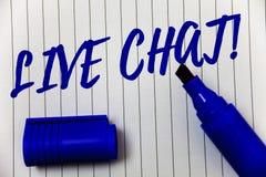 Skriva anmärkningen som visar Live Chat Motivational Call Affärsfotoet som ställer ut realtidsmassmediakonversation meddelar dire Royaltyfria Foton