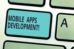 Skriva anmärkningen som visar mobil Appsutveckling Affärsfoto som ställer ut process av att framkalla den mobila appen för digita royaltyfri illustrationer