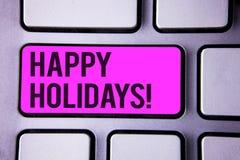 Skriva anmärkningen som visar Motivational appell för lyckliga ferier Affärsfoto som ställer ut hälsningen som firar festlig dagt Arkivbild